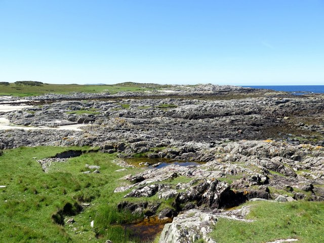 Rocky shore west of Meall an Fhithich