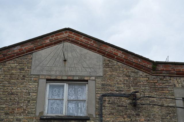 Sundial, 33, Magdalen St
