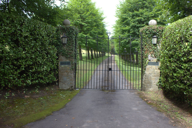 Fredley Manor gates, Mickleham