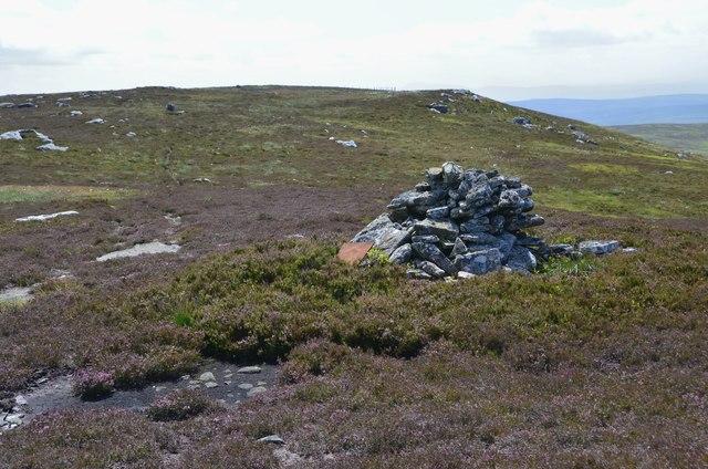Cairn below Cloven Craig