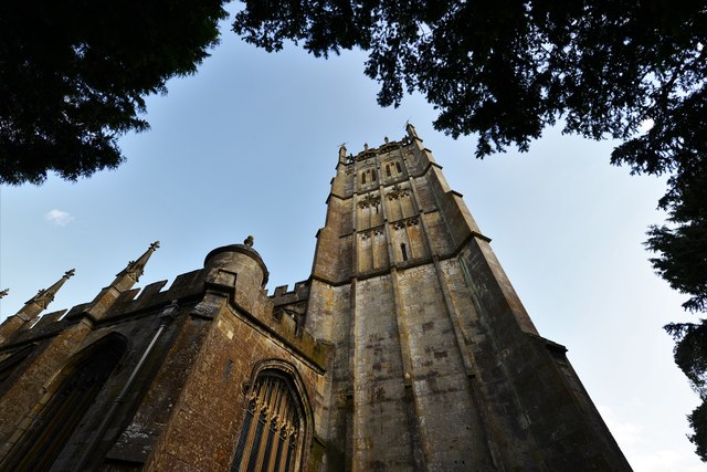 Chipping Campden, St. James Church: The Cotswold Tower softened by thin pilaster strips