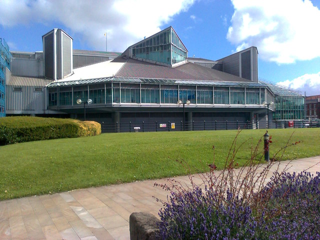 Prince's Quay Shopping Centre and landscaping