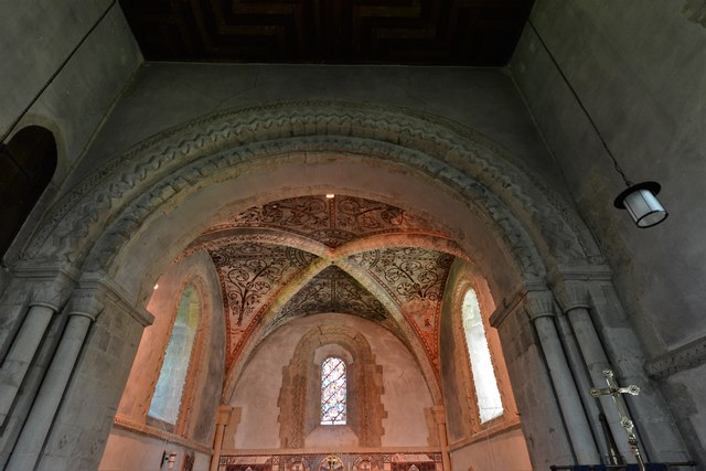 Stewkley, St. Michael's Church: The chancel with its quadripartite vault and single light Norman window