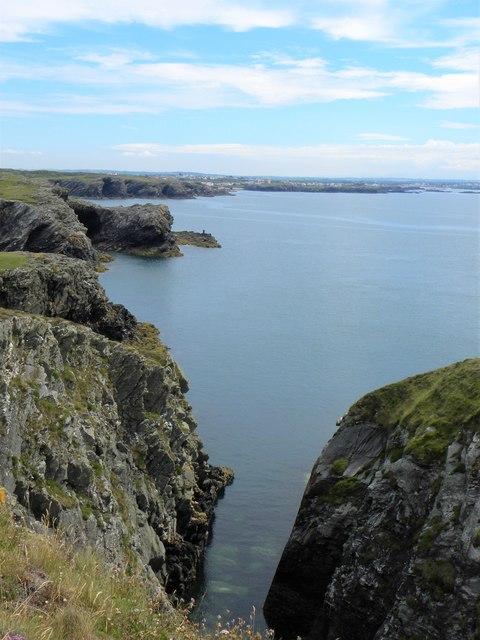 Rocky coastline at Clybyddiad