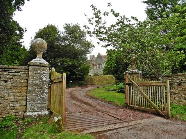 Entrance gateway, Ivy Thorn Manor