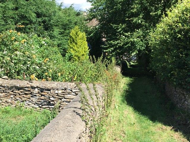 Footpath into Shipton Moyne