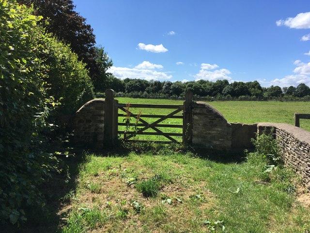 Footpath out of Shipton Moyne towards Pond Farm