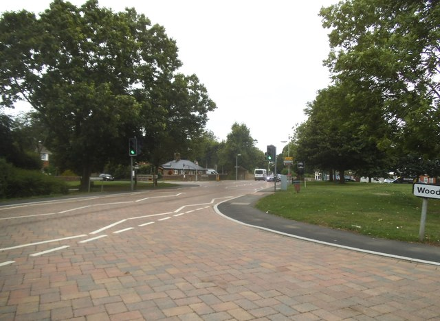 Manor Road at the junction of Dunstable Road