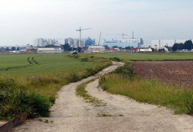 Track leading to Saddlebow Road
