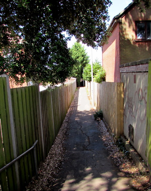 Public footpath from Station Road to Milton Road, Yate