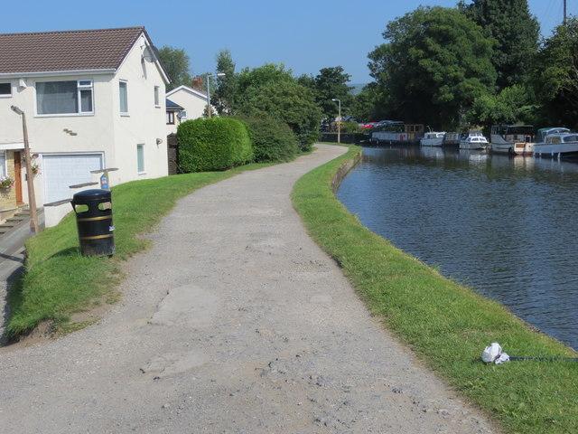 The Leeds and Liverpool Canal near Crossflatts
