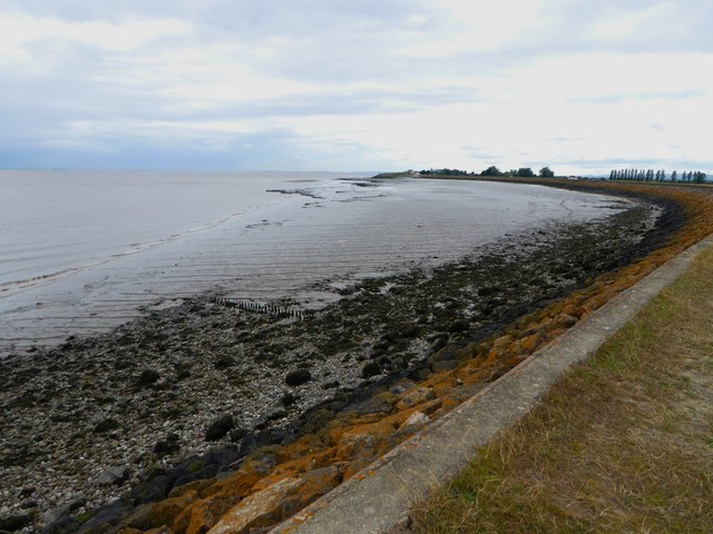 Looking west towards Goldcliff on the Wales Coast Path