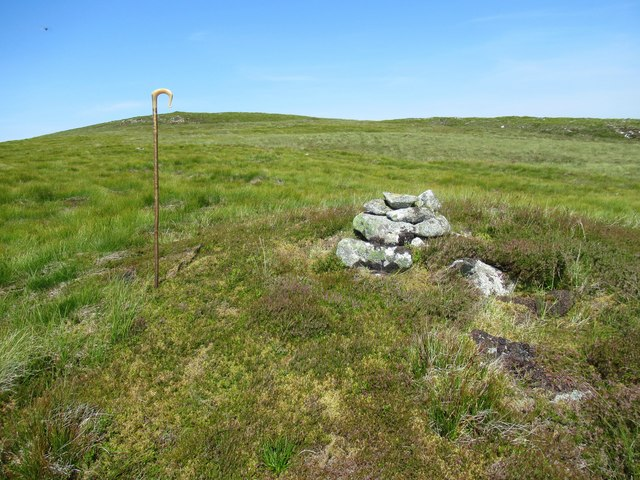 Wee cairn below top of Sron Leathad Chleansaid near Dalnessie, Lairg