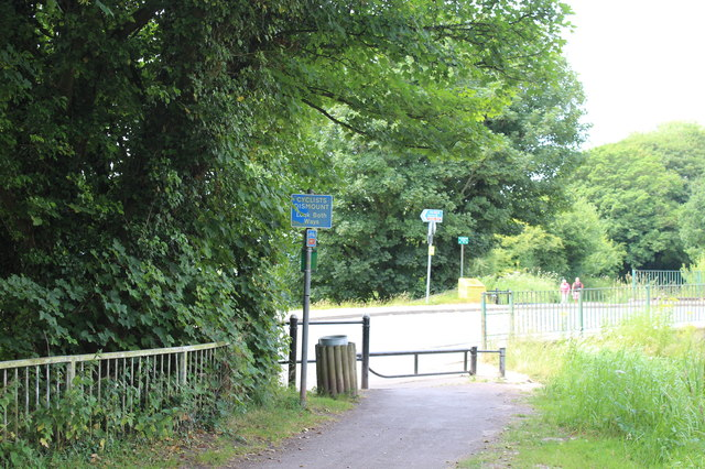 Canal side path at Ruskin Avenue, Rogerstone