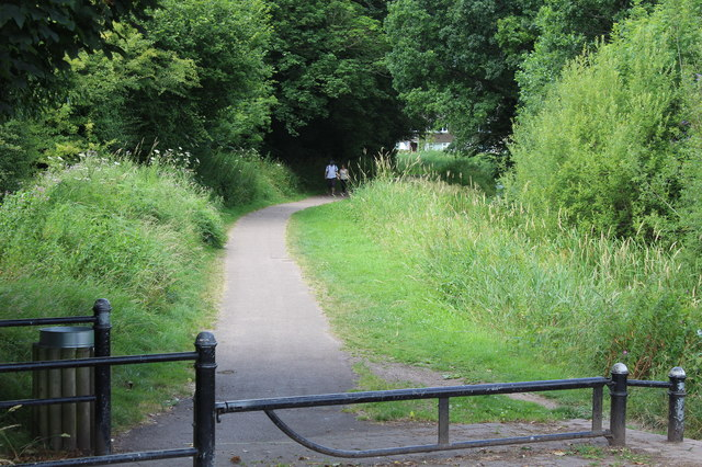 Walkers on canal side path approaching Ruskin Avenue