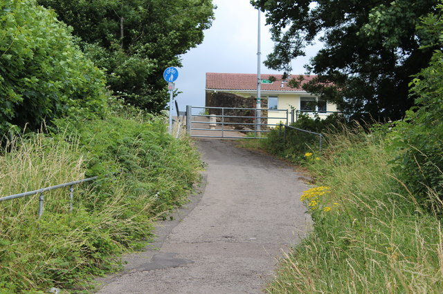 Groes Road - path to canal bridge, Rogerstone