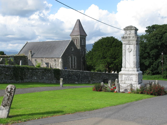 Wigtown Cenotaph and Wigtown Parish Church