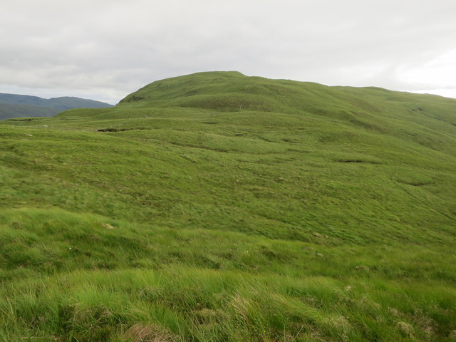 Broad grassy ridge towards Beinn Churalain