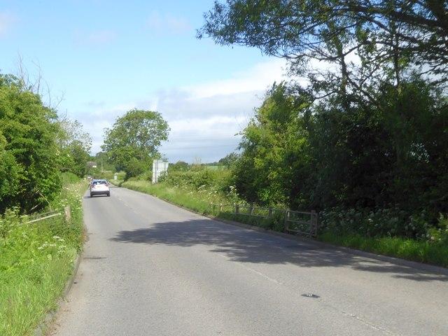 B3105 bridge over small stream on Forewoods Common