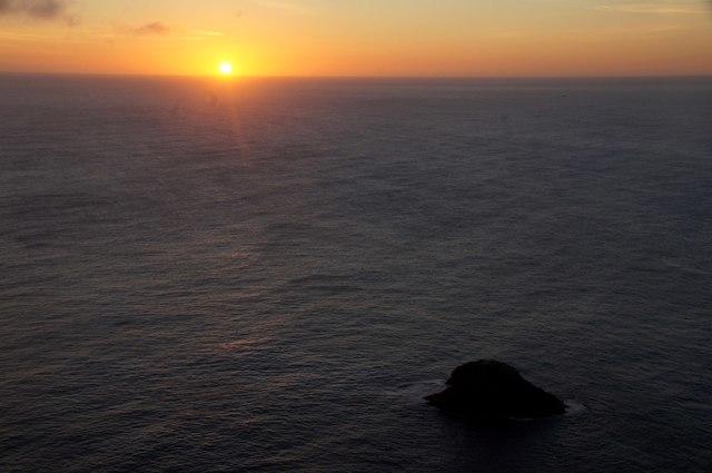 Sunset beyond Stackinshocka, Hermaness