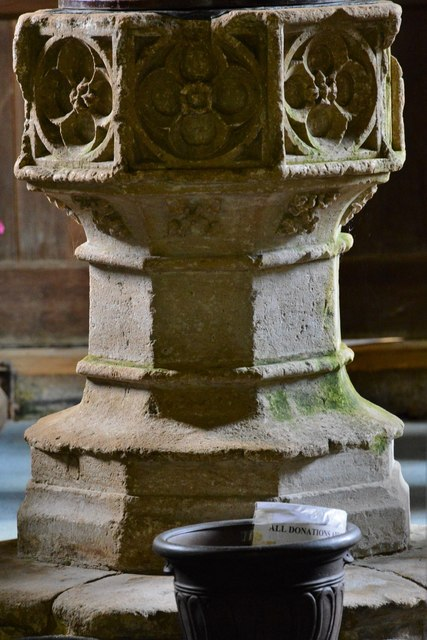 Ebrington, St. Eadburgha's Church: The c13th font