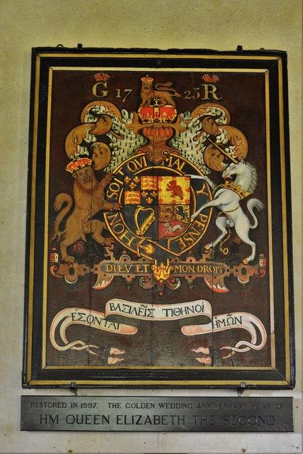 Ebrington, St. Eadburgha's Church: Royal Coat of Arms with unusual Greek script