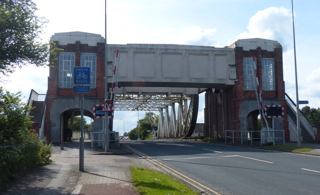 Sutton Road Bridge crossing the River Hull