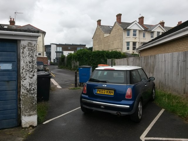 Southbourne: from driveway to driveway on footpath I06