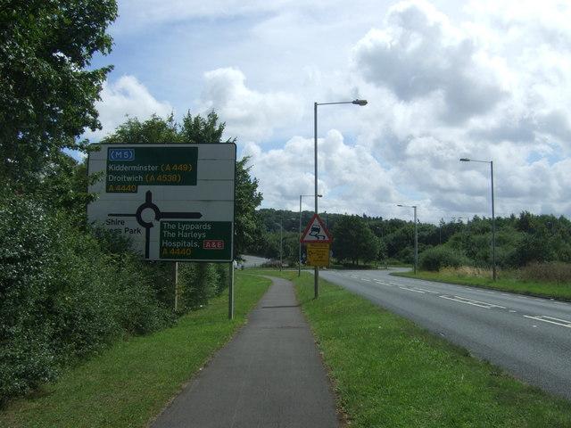 Approaching roundabout on Berkeley Way, Worcester (B4639)