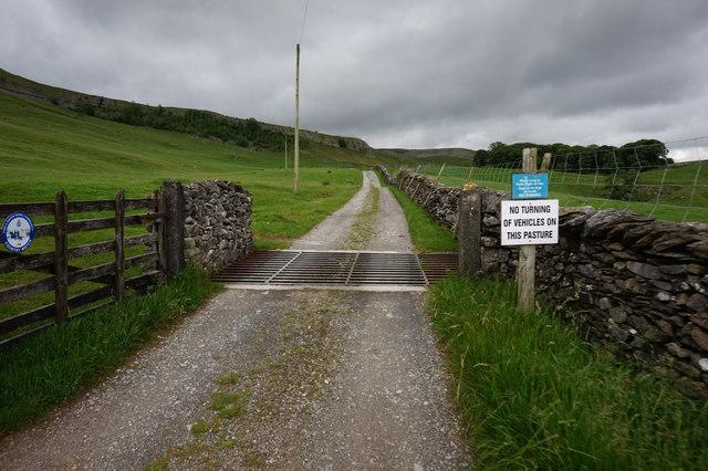 Crummack Lane towards Crummack House