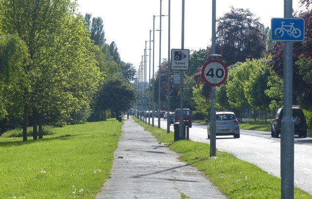 Cycleway and path along the A1105