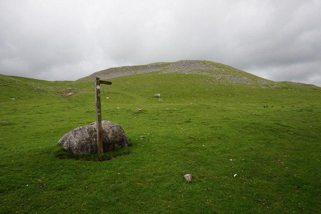 Fingerpost near Crummack