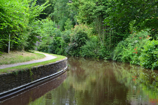 Sharp bend in the Monmouthshire and Brecon Canal at Pencelli