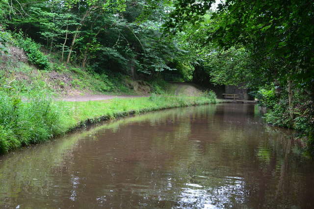 Monmouthshire and Brecon Canal approaching bridge No. 146