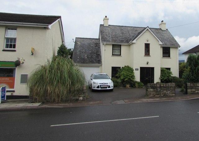 Pwlldu Crug, Merthyr Road, Govilon