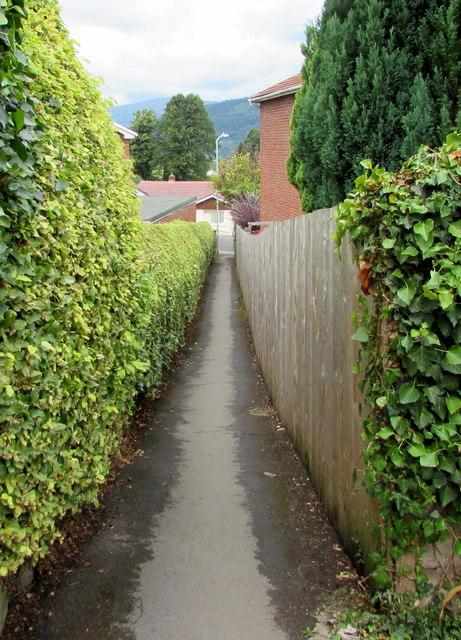 Footpath to Linden Grove, Govilon