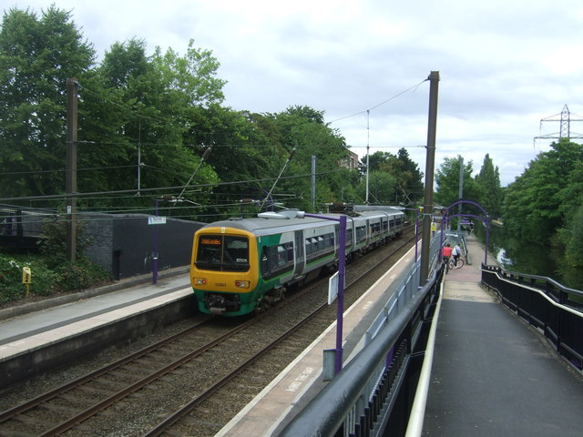 London Midland, Class 323 electric multiple unit, Bournville Railway Station