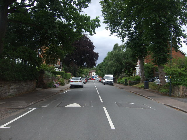 Heading north east on Oakfield Road