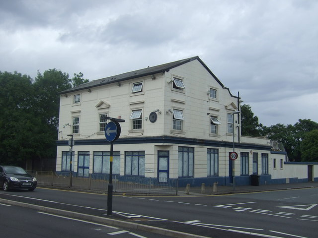 Closed business premises on Pershore Road (A441)