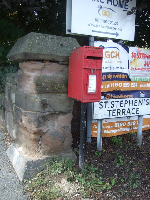 Elizabeth II postbox on St Stephen's Terrace, Worcester