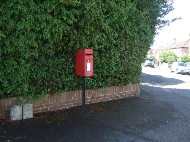 Elizabeth II postbox on Kingston Avenue