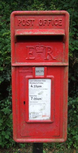 Close up, Elizabeth II postbox on Hadzor Lane, Hadzor