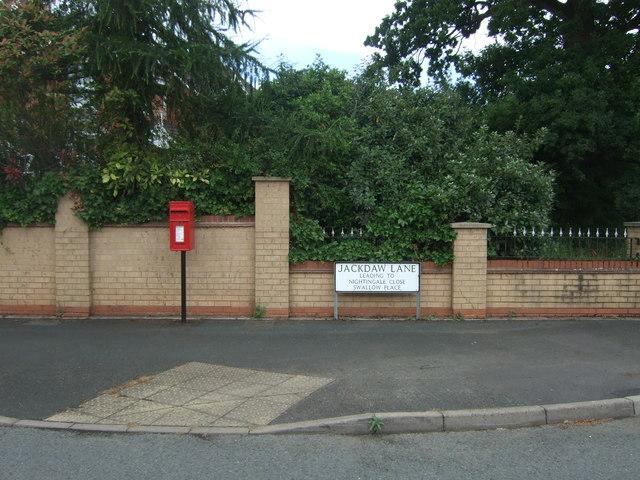 Elizabeth II postbox on Jackdaw Lane, Droitwich Spa