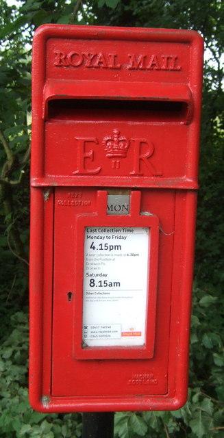 Close up, Elizabeth II postbox on Pumphouse Lane