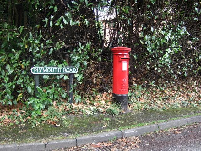 Elizabeth II postbox on Plymouth Road, Barnt Green