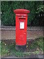 SP0277 : Elizabeth II postbox on Groveley Lane by JThomas