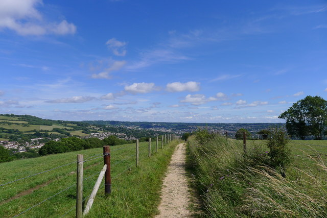 The Cotswold Way running south towards Bath