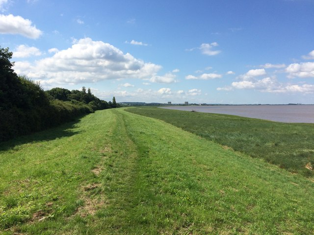 The Severn Way on the banks of the Severn