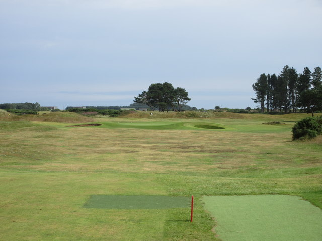 Monifieth Ashludie 16th hole, The Lighthouse