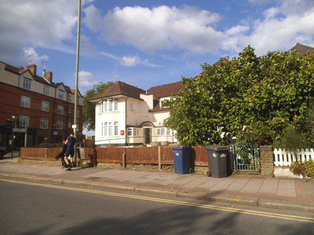 House on the corner of Finchley Road and Hoop Lane